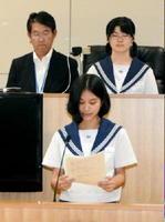図書館建設について意見を述べ、答弁を引き出した=吉野ヶ里町三田川庁舎議場
