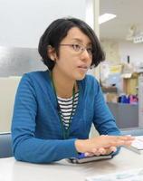 台場の築造について解説する長崎市文化財課学芸員の倉田法子さん=長崎市民会館
