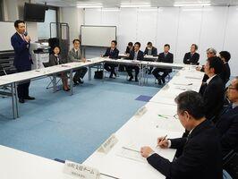 被災地支援の現状について県幹部が情報を共有した復旧・復興推進本部会議=佐賀県庁
