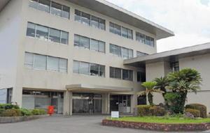 多久市役所。9月の市長選では現在のところ6選を狙う現職の横尾氏だけが出馬表明をしている