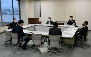 2年ぶりの大麻旗剣道大会の運営内容について協議する代表者たち=佐賀市の佐賀新聞社