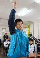 6年ぶりの王座奪還に向け力強く宣誓した池田剛央選手=佐賀市神園の佐賀市体育協会