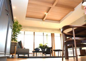 天井高が生み出す開放感が特徴的な室内=佐賀市兵庫北