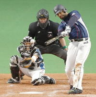 5回西武2死二塁、メヒアが左前に適時打を放つ。捕手大野=札幌ドーム
