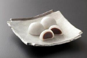 クラウドファンディングサイト「マクアケ」で試験販売している「糖分控え目白玉饅頭」