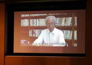 佐賀空襲を経験した福田繁文さんが当時の様子を語る映像=佐賀市立図書館