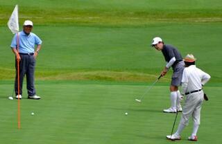 首相、山梨でゴルフ満喫