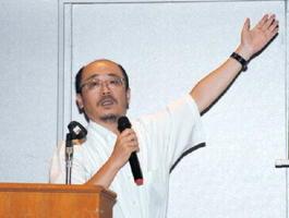 「単なるコメ経営ではなく、地域経営という視点が大事」と訴える小林元助教=唐津市の唐津シーサイドホテル