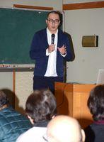 防災と地域づくりについて講演した被災地NGO協働センターの鈴木隆太さん=白石町の有明公民館