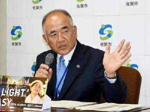 市長選について、会見で来年6月議会をめどに態度表明する考えを示した秀島敏行市長=佐賀市役所