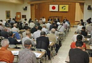 九州防衛局が佐賀市東与賀町で開いた住民説明会=東与賀農村環境改善センター