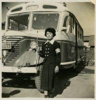 「張込み」時代のボンネットのバスと北村さん(写真提供・北村さん)