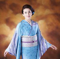 有明海を歌った新曲「有明月夜」を披露する水田竜子