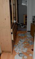 地震後に食器が散乱し、注意を呼び掛ける展示=佐賀市兵庫北の防災学習広場