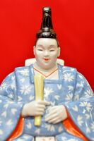 ドイツの国立マイセン磁器製作所が手がけた磁器製ひな人形(男びな)。日本のひな人形よりも立体感がある顔立ち=有田町の有田館