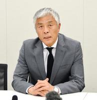 埼玉県知事選への立候補要請を受け、記者会見する青島健太氏=13日午後、国会