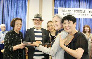 「五山賞」の贈呈式に出席した鎌田さん