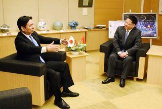 中国駐福岡総領事、知事を表敬訪問