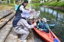 多布施川、カヌーでゴミ拾い 30人、水辺の環境美化に汗