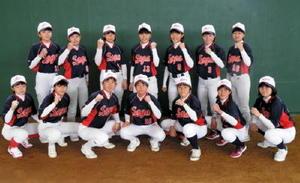 都道府県対抗ソフトボール大会に出場する佐賀県選抜のメンバー(提供)