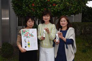 「上峰ハンドクリーム」を開発した上峰町商工会女性部のメンバー