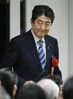 東京都内で開かれた式典に出席した安倍首相=1日午後