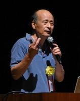 2016年度の環境調査活動を総括した佐賀大学の半田駿名誉教授=佐賀市のアバンセ