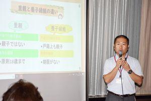 里親制度の意義や役割を説明する小川健太郎さん=佐賀市のホテルニューオータニ佐賀