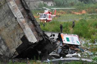 伊の高速道で橋崩落、35人死亡