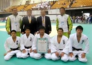 柔道成年男子で5位入賞した県選抜チーム=岩手県の久慈市民体育館(提供写真)