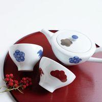 松竹梅の中に鍋島小紋の絵柄をあしらった金照堂の食器(提供写真)