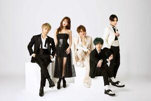 人気音楽グループ「AAA」