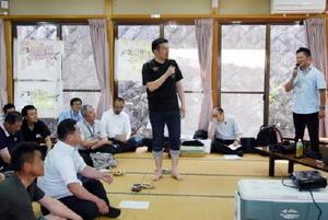 コハダの活用法について意見を話す参加者=藤津郡太良町の竹崎公民館