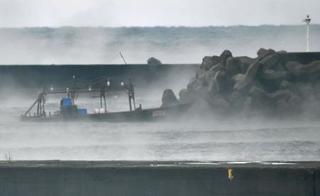 北朝鮮から木造船漂着、秋田