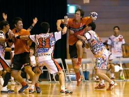 ハンドボール日本リーグ男子で奮闘するトヨタ紡織九州=神埼中央公園体育館