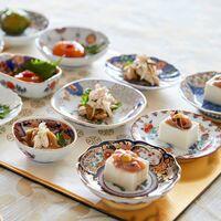 テーブルに華やかに彩る有田焼の伝統柄の小皿
