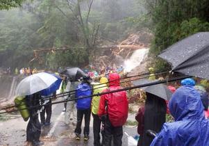 屋久島、孤立270人を全て救助