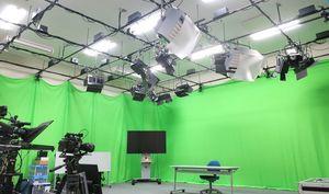 メディアスタジオの様子=佐賀大学本庄キャンパス