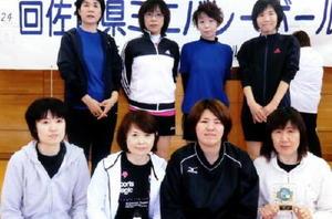 ミニバレーボール 第124回県ミニバレーボール大会 シニアの部優勝のパンプキン(上段)、一般女子の部優勝のヴォーグ(下段)