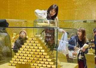 「黄金の館」に長蛇の列
