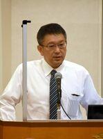 「佐賀県経済の行方」と題して講演する蔵本雅史氏=唐津市の唐津シーサイドホテル