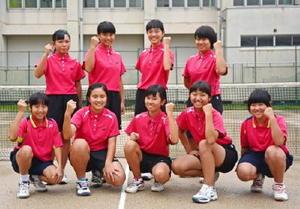 明るく、雰囲気の良さが自慢の厳木中女子ソフトテニス部