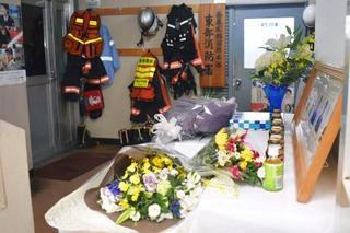 追悼の献花台設置、群馬ヘリ墜落