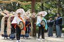 子ども8人が田楽奉納、華麗な舞披露 白鬚神社