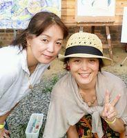 アーティストのMisaoさん(右)とFukuさん