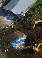 鳥インフルエンザが確認された養鶏場で続く埋却作業=2日午前10時34分、宮崎県都農町(共同通信社ヘリから)