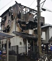 火災があった住宅=24日、兵庫県加古川市