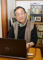 個人作家の出品を支援している正司敬さん=有田町中の原の自宅