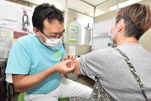 インフル予防接種始まる 65歳以…