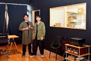 日本茶ブランド「ENTEA」を手掛ける丸若裕俊さん(右)と松尾俊一さん=嬉野市の起立工商会社